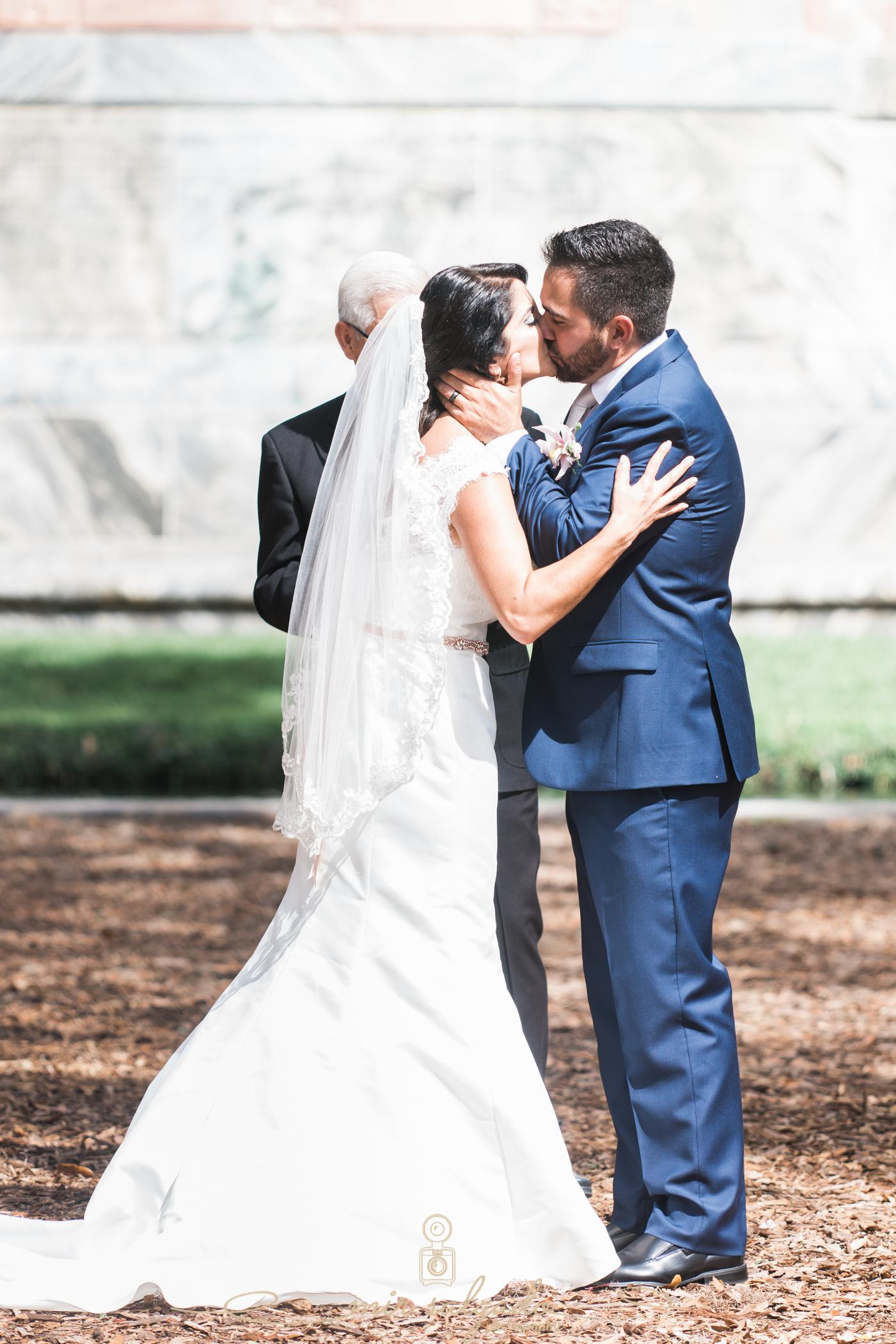 Bok-tower-gardens-wedding-photo, Ceremony-wedding, first-kiss