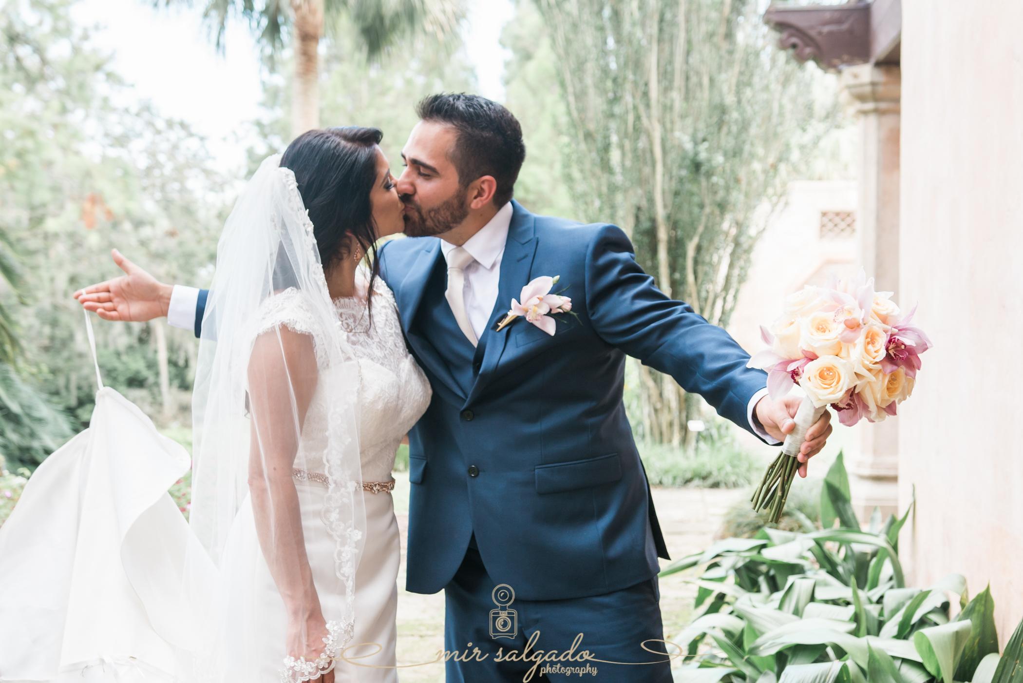 Bok-tower-gardens-wedding-photo, bride-and-groom-photo, Tampa-wedding