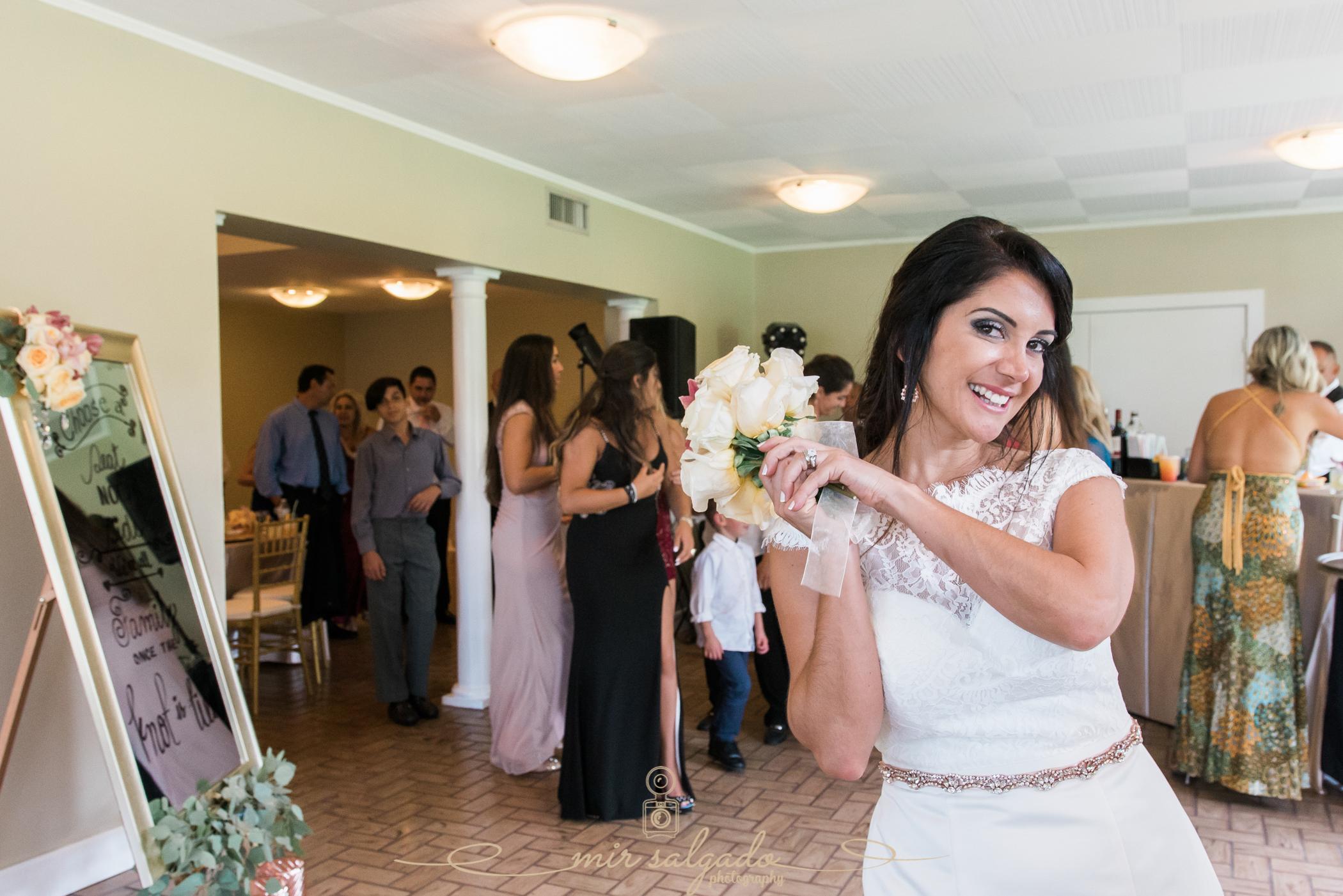 bouquet-toss, Bok-tower-gardens-wedding-photo