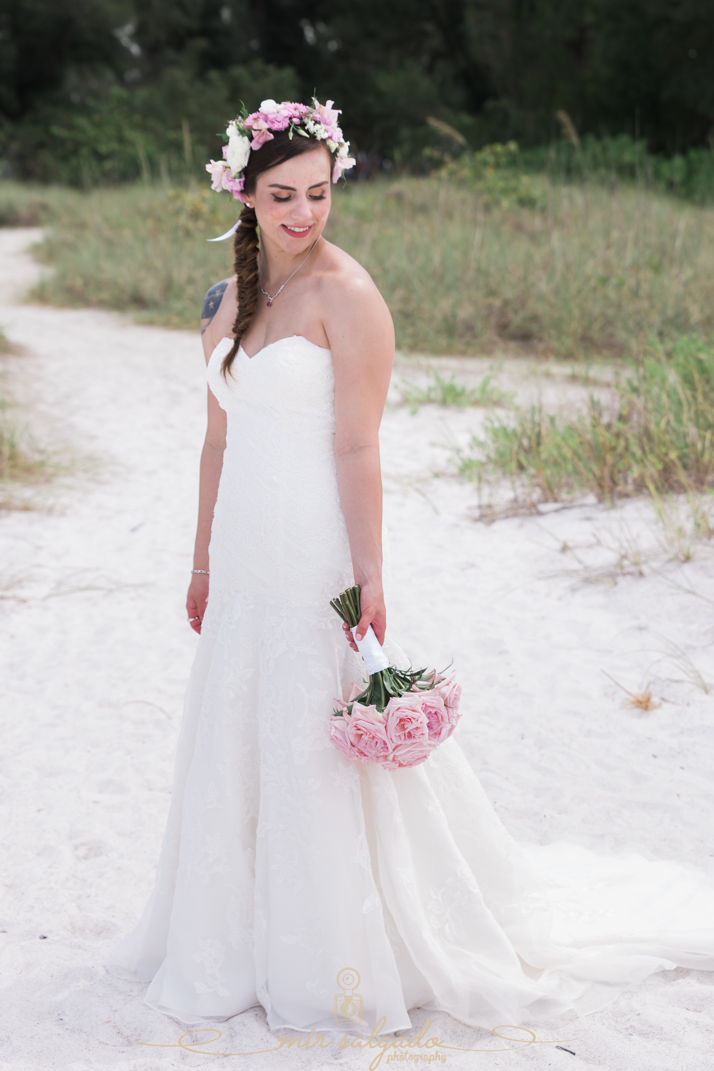 beach-wedding-photo, bride-wedding-photo