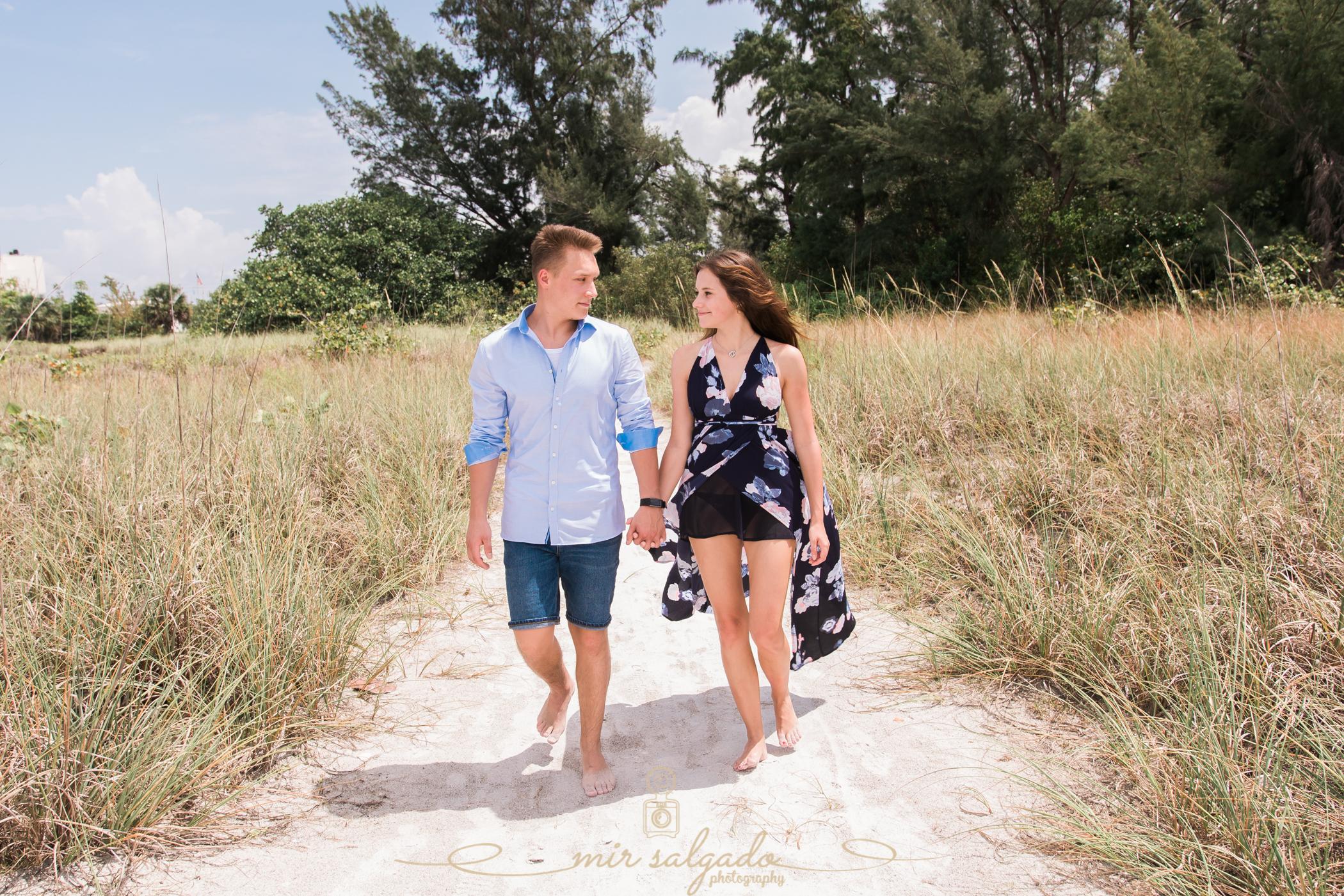 tampa-photographer-couple-session, sarasota-lido-key-beach, hand-holding-love