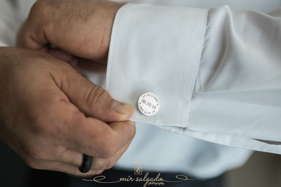 cuff-links, groom-getting-ready, groomsmen-session, Clearwater-beach-session, Tampa-photographer
