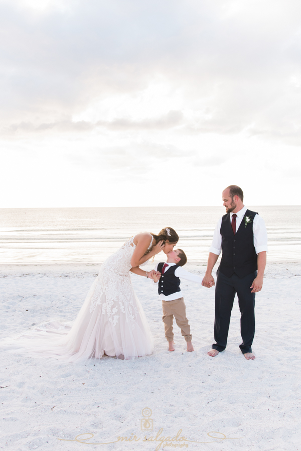 St.Pete-beach-family-phto, beach-wedding-photo