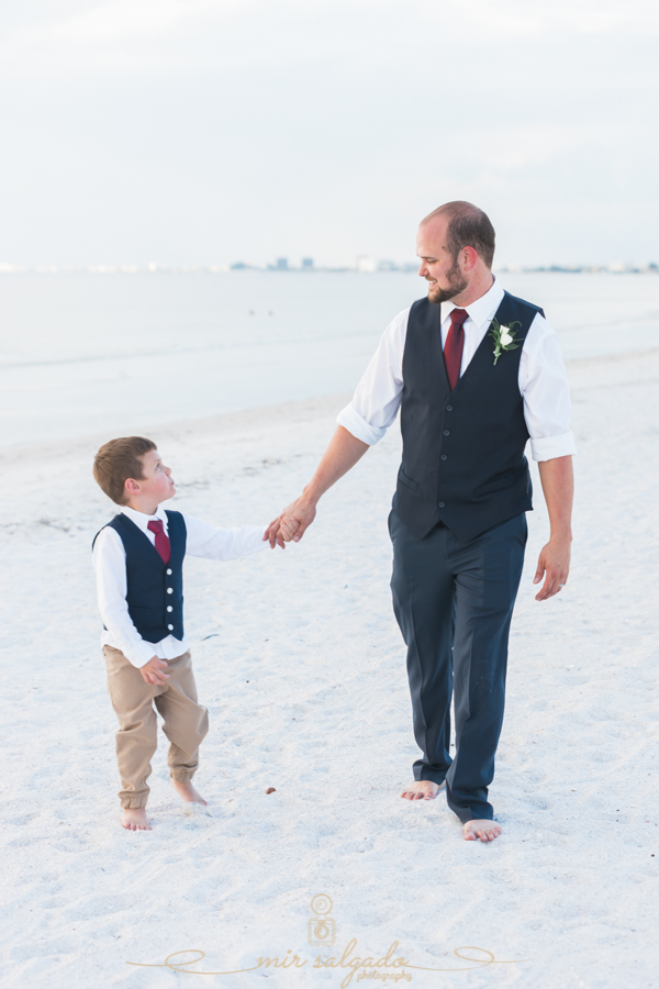 groom-and-son, portrait-groom-and-son, beach-wedding-photo