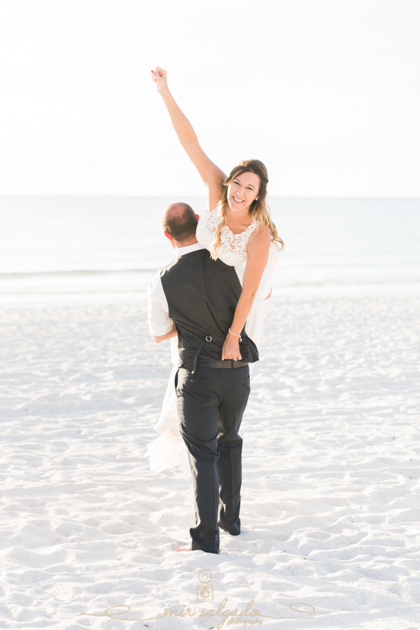 Funny-wedding-photo, bride-and-groom-wedding-photo