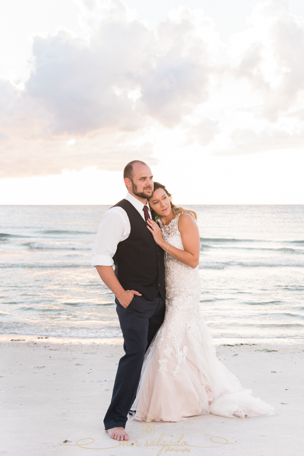 Sunset-beach-wedding-photo, bride-and-groom-sunset-photo