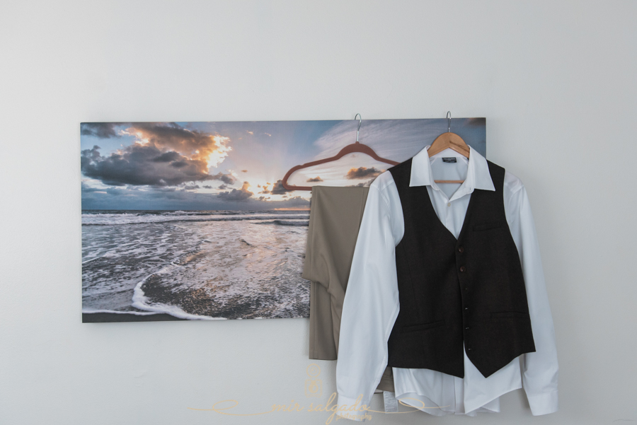 Groom-suit-photo, Florida-wedding-photographer, Tampa-wedding-photographer