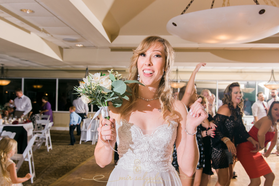 bouquet-toss, Bradenton-wedding, Tampa-wedding-photographer