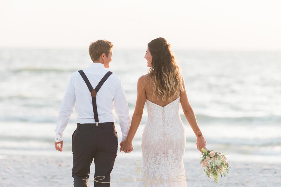 Beach-wedding-photo, bride-and-bride-photo