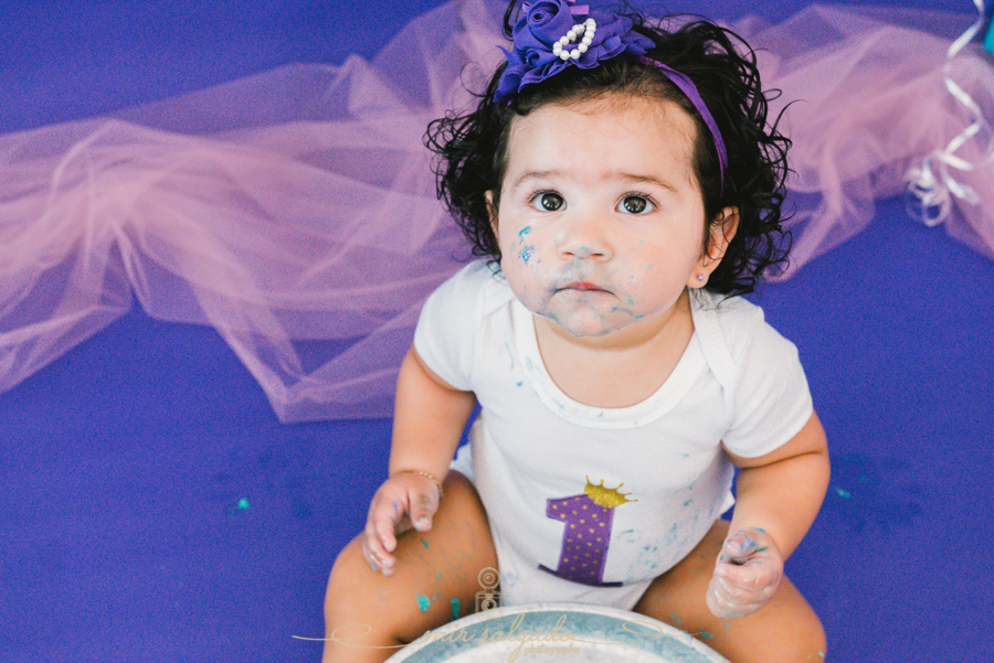 first-birthday, sofia ,smash-cake-family-session,tampa-photography, birthday-photography, family-pictures, birthday-girl, blue-and purple-birthday, mir-salgado-photography.jpg
