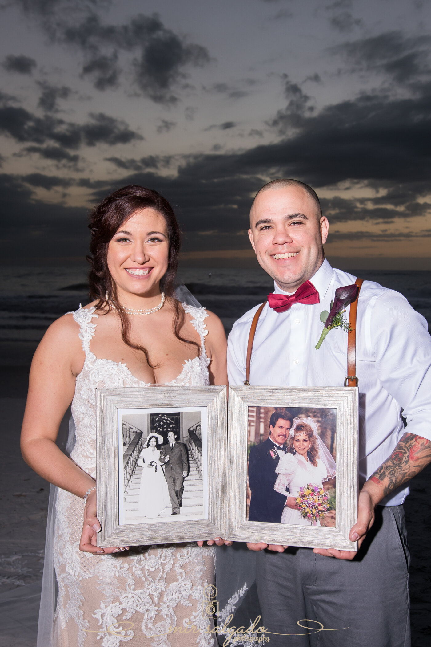 Beatriz and Leo wanted to capture a personal touch, where they were holding their parent's wedding pictures.