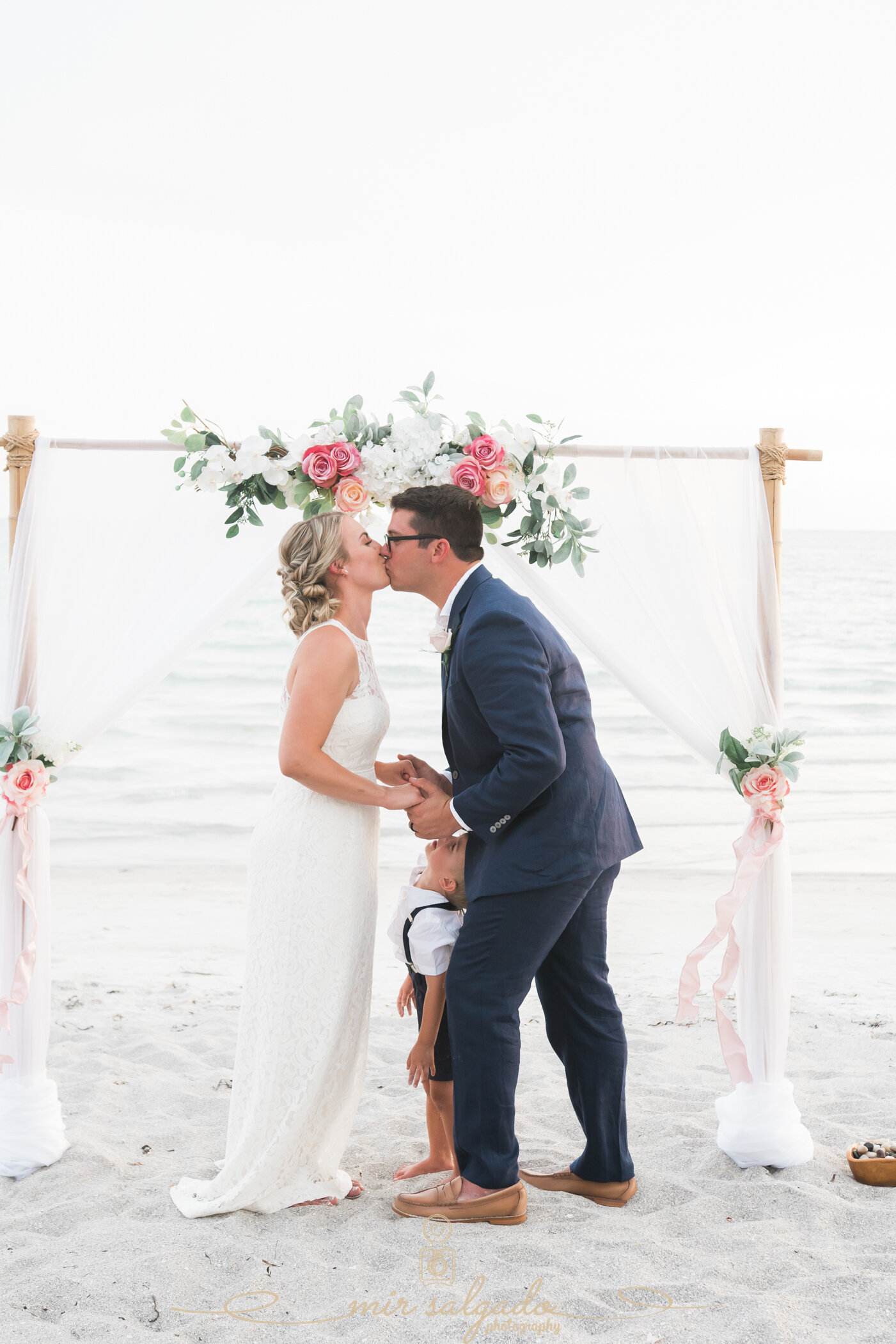 bride-and-groom-first-kiss, wedding-first-kiss, first-kiss-pictures, first-kiss-bride-and-groom, beach-wedding