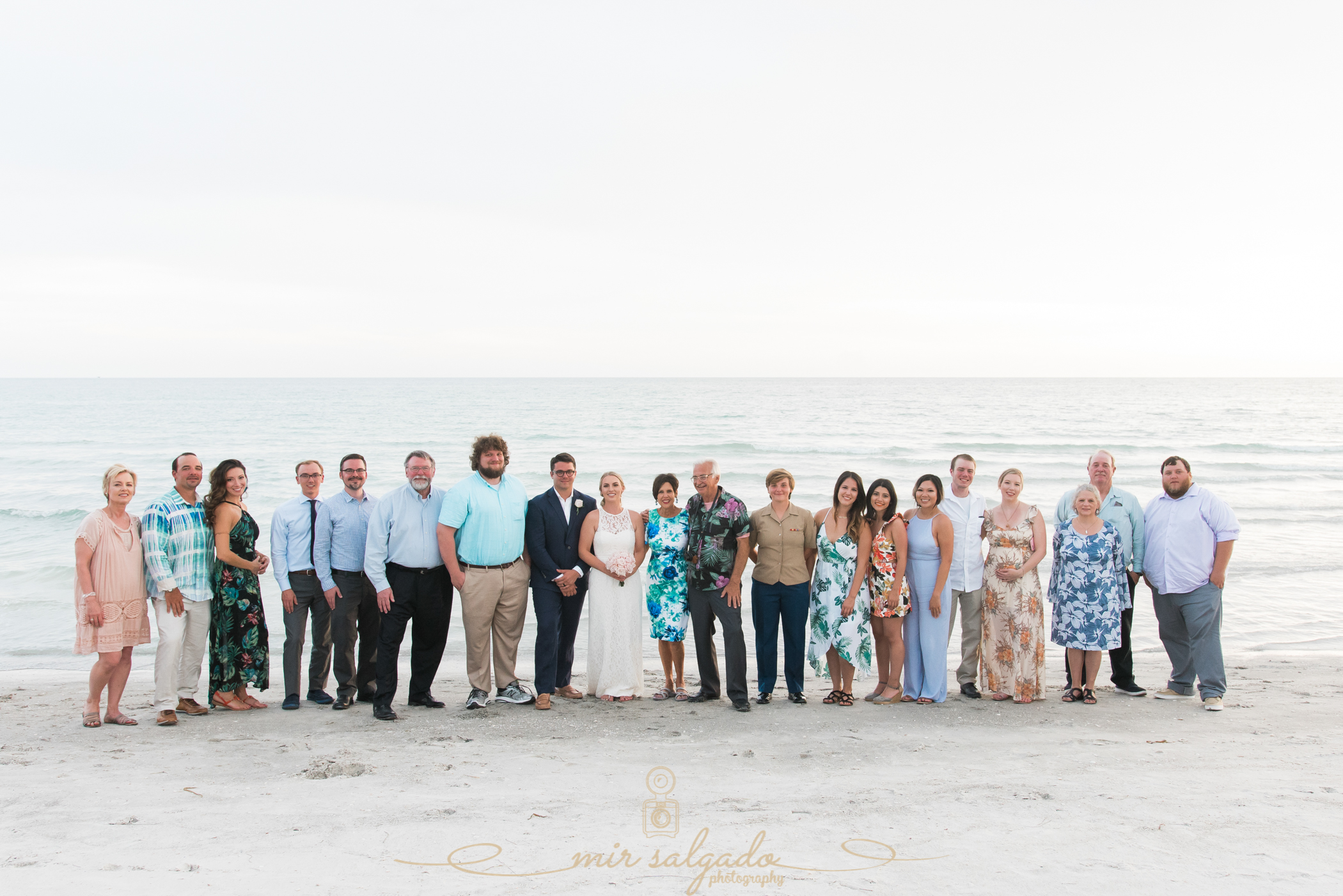 family-photo-wedding-shot, wedding-family-portrait, family-photos-on-your-wedding-day, how-to-involve-your-family-in-wedding-photos