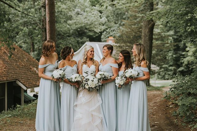 It's been a hot second since I've posted a bridesmaid photo and that needs to change so here we are. 👯♀️