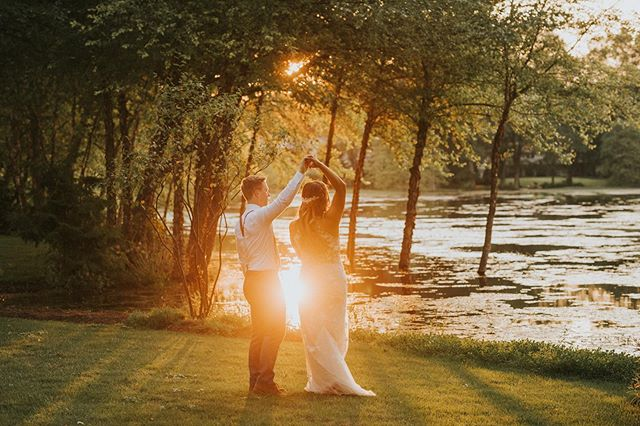 Hannah and Ethan were married today at Ethan's childhood home. They had the most magical sunset and beautiful weather. 😍 I mean come onnnnnnn. Look at them. 🙌🏻