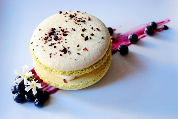 Green tea macaron / genmaicha ice cream / blueberry compote (2010)