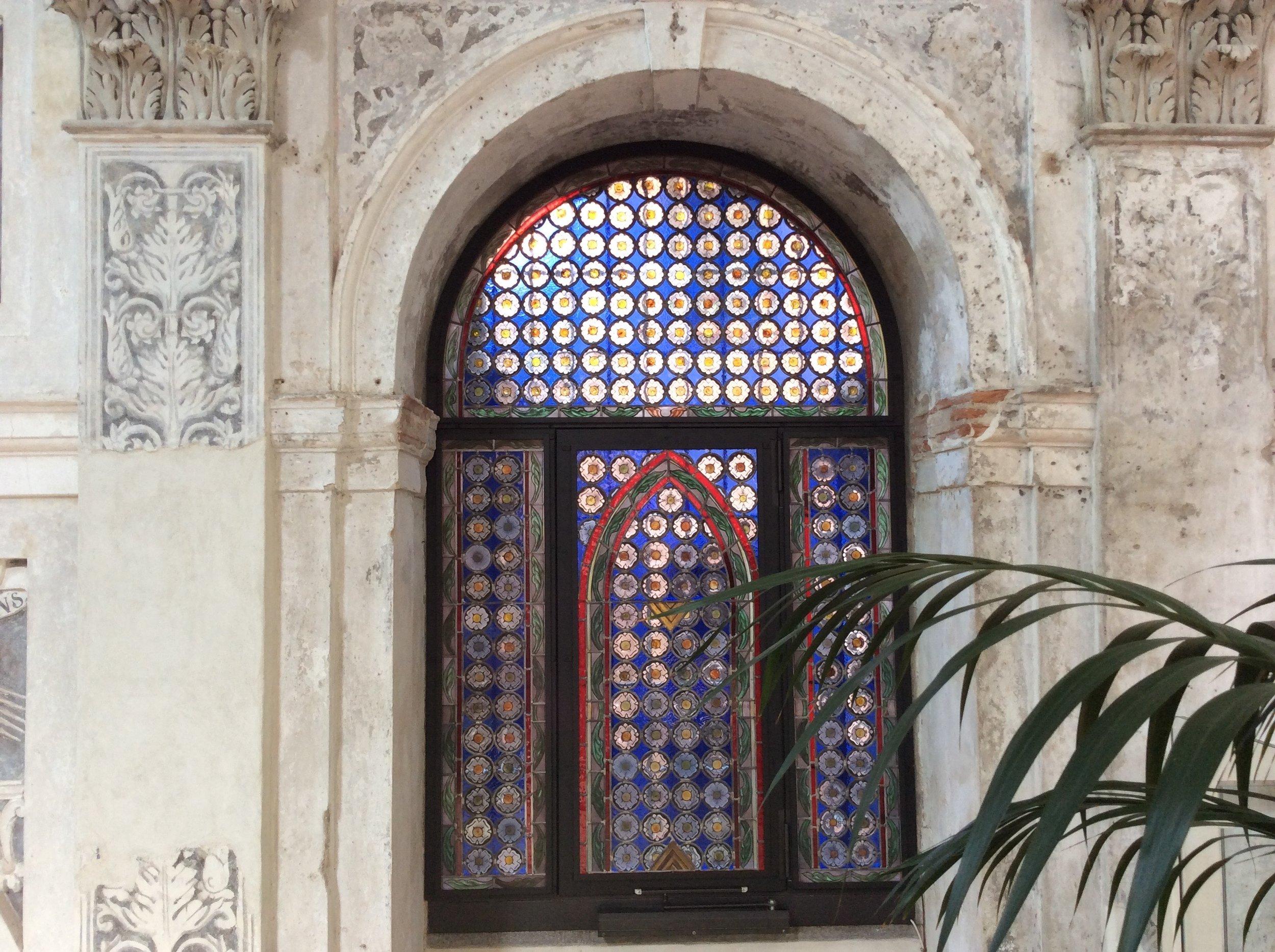 Restauro vetrata con rulli in vetro decorati