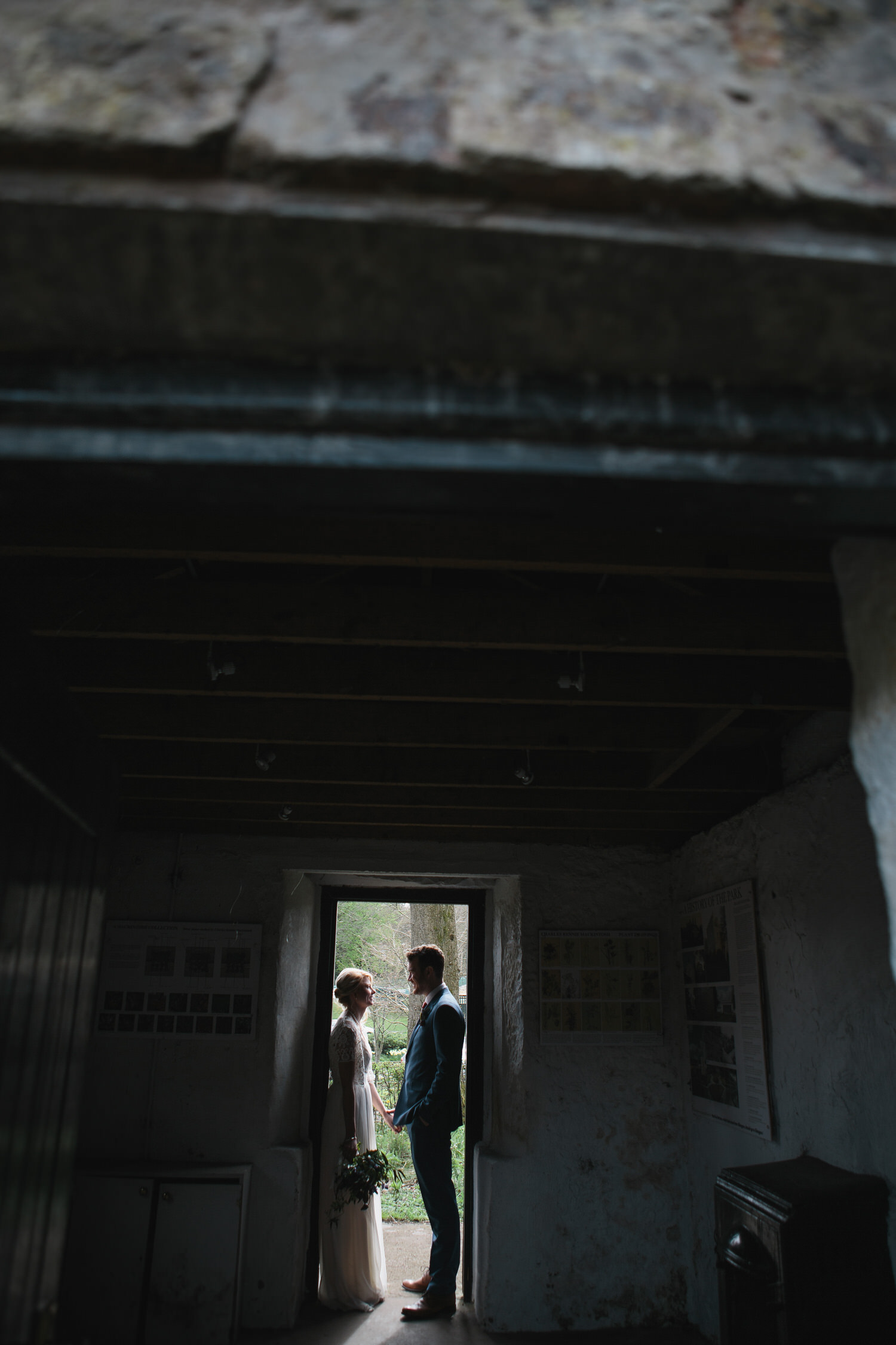 alternative_photographer_wedding_uk_mirrorbox_049.jpg