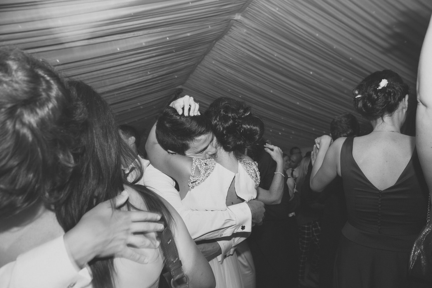 alternative_photographer_wedding_uk_mirrorbox_088.jpg