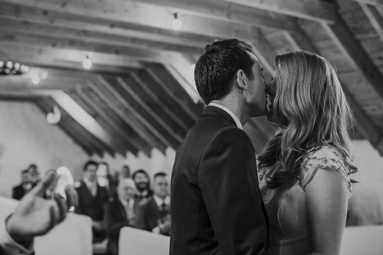 Alternative_wedding_photographer_scotland_barn_wedding_knockraich-33.jpg