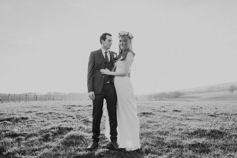 Alternative_wedding_photographer_scotland_barn_wedding_knockraich-86.jpg