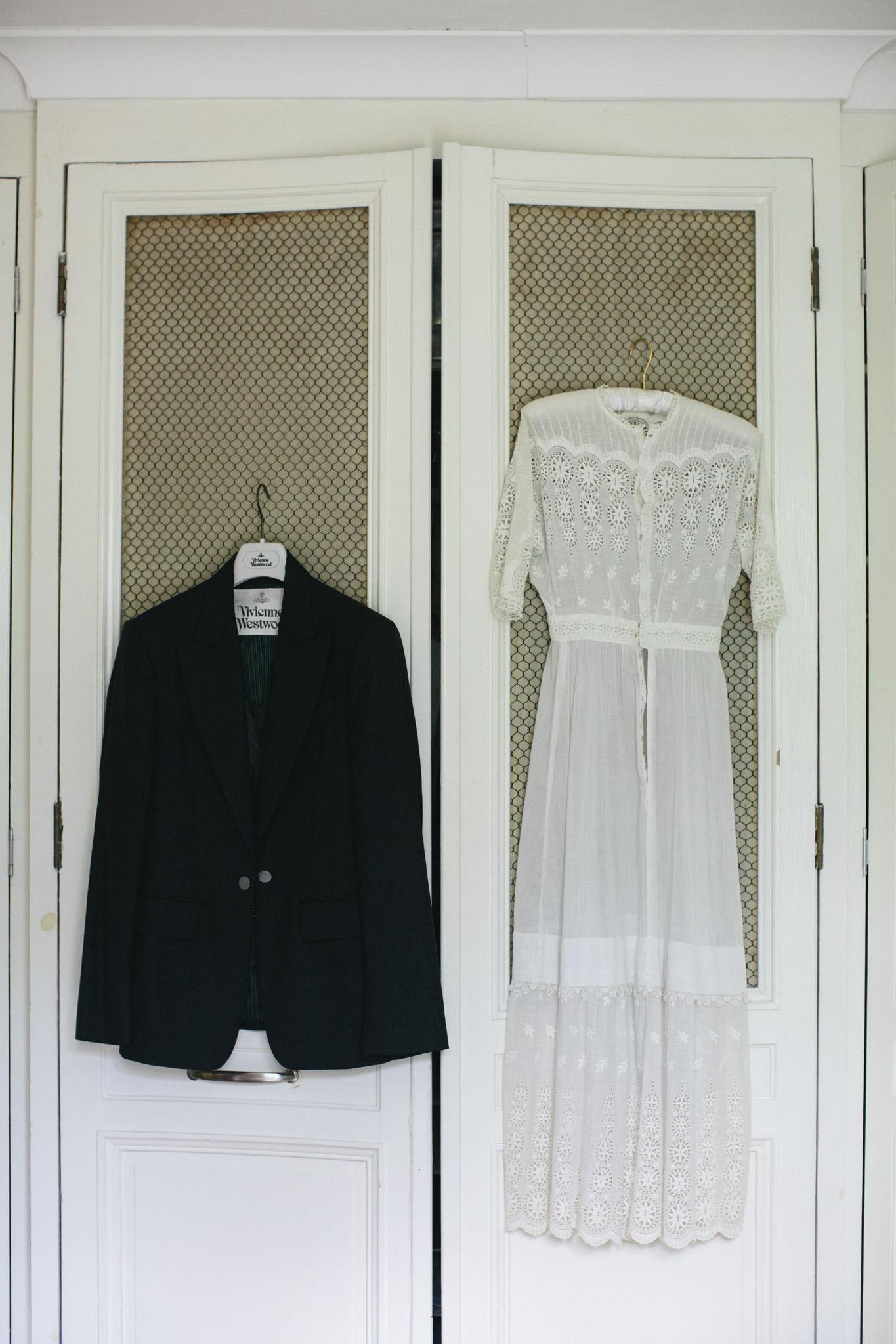 Quirky Wedding Photographer Scotland Glasgow Edinburgh Mirrorbox 007.jpg