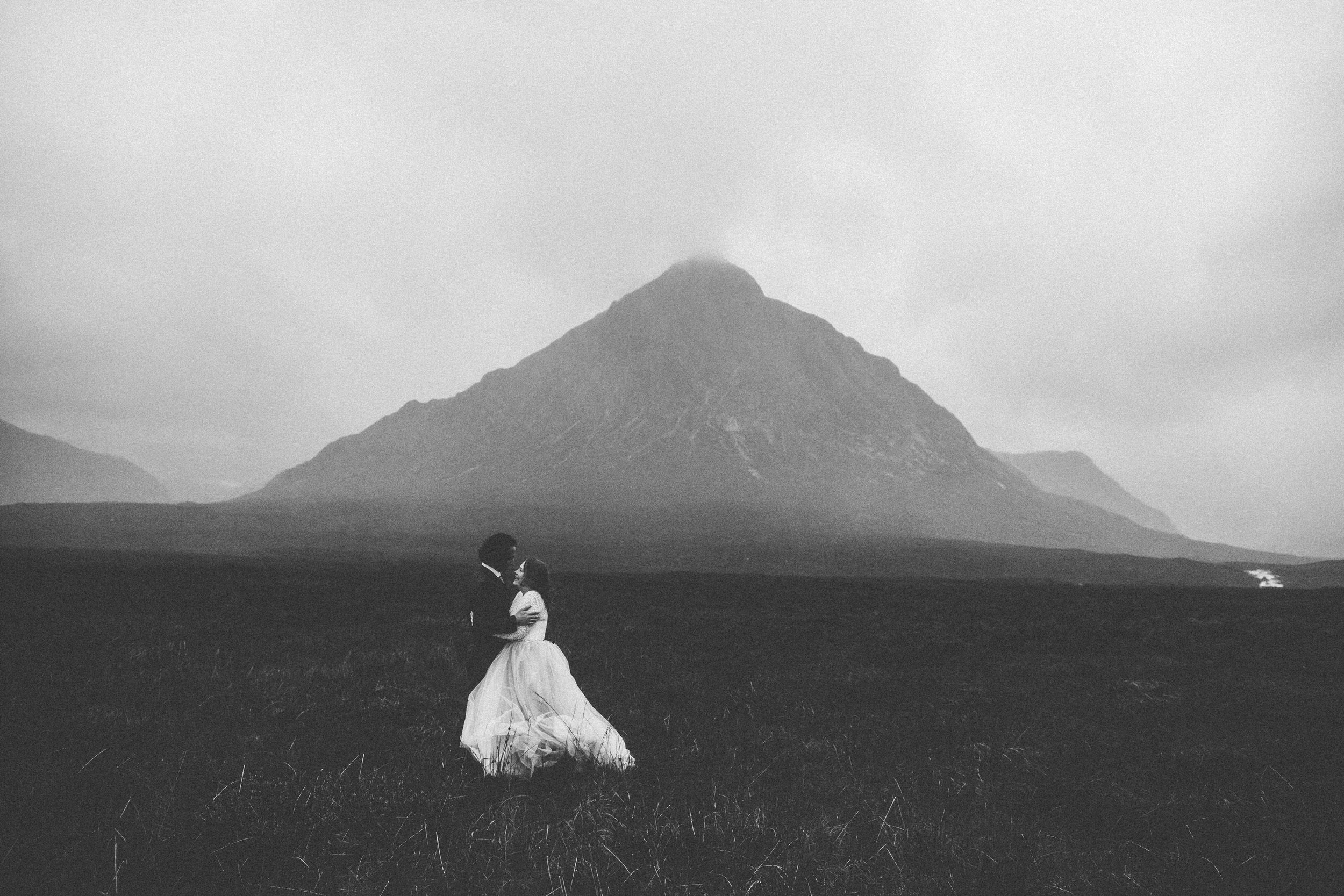 Quirky Wedding Photographer Scotland Glasgow Edinburgh Mirrorbox 129.jpg