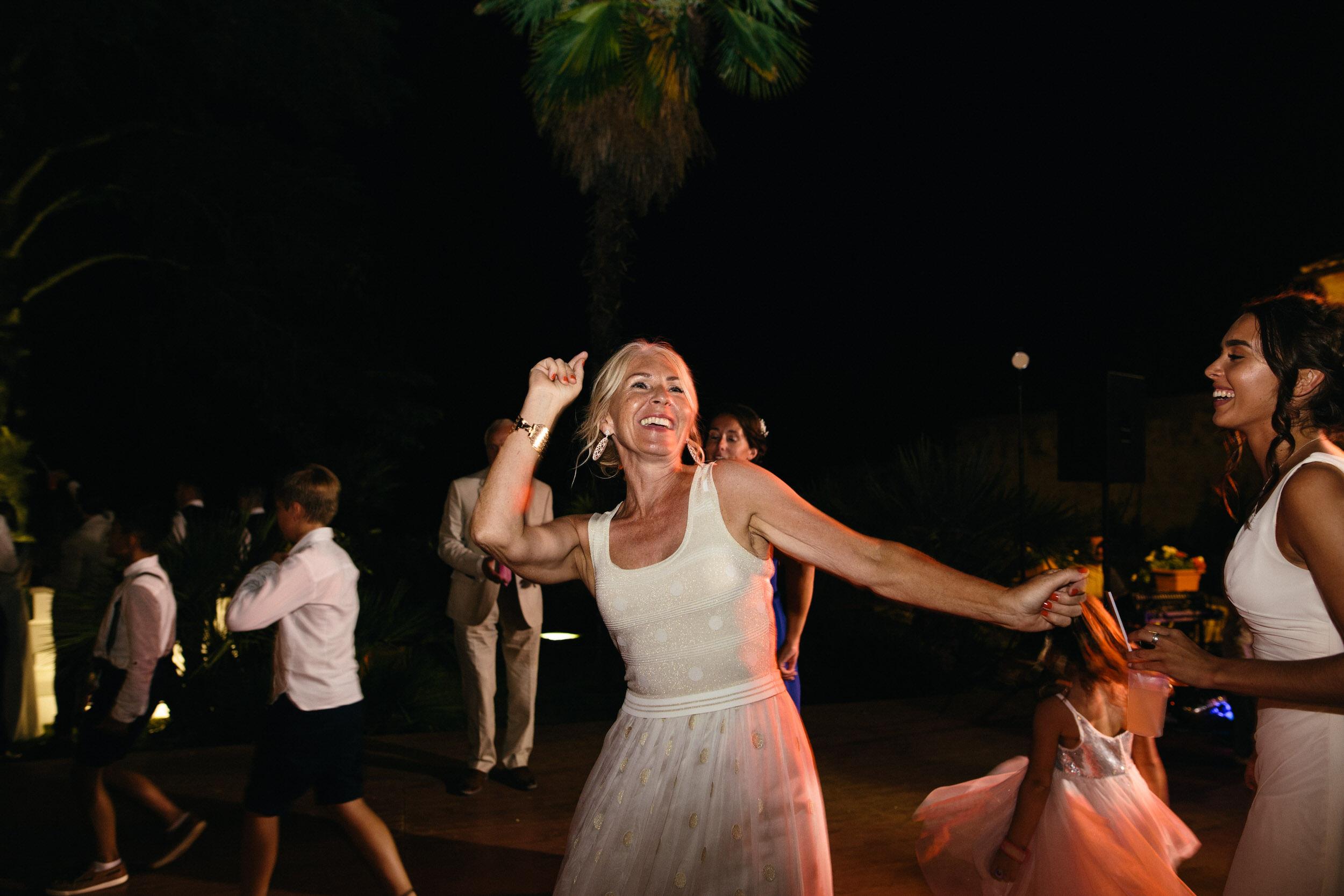 Quirky Wedding Photographer Scotland Glasgow Edinburgh Mirrorbox 227.jpg