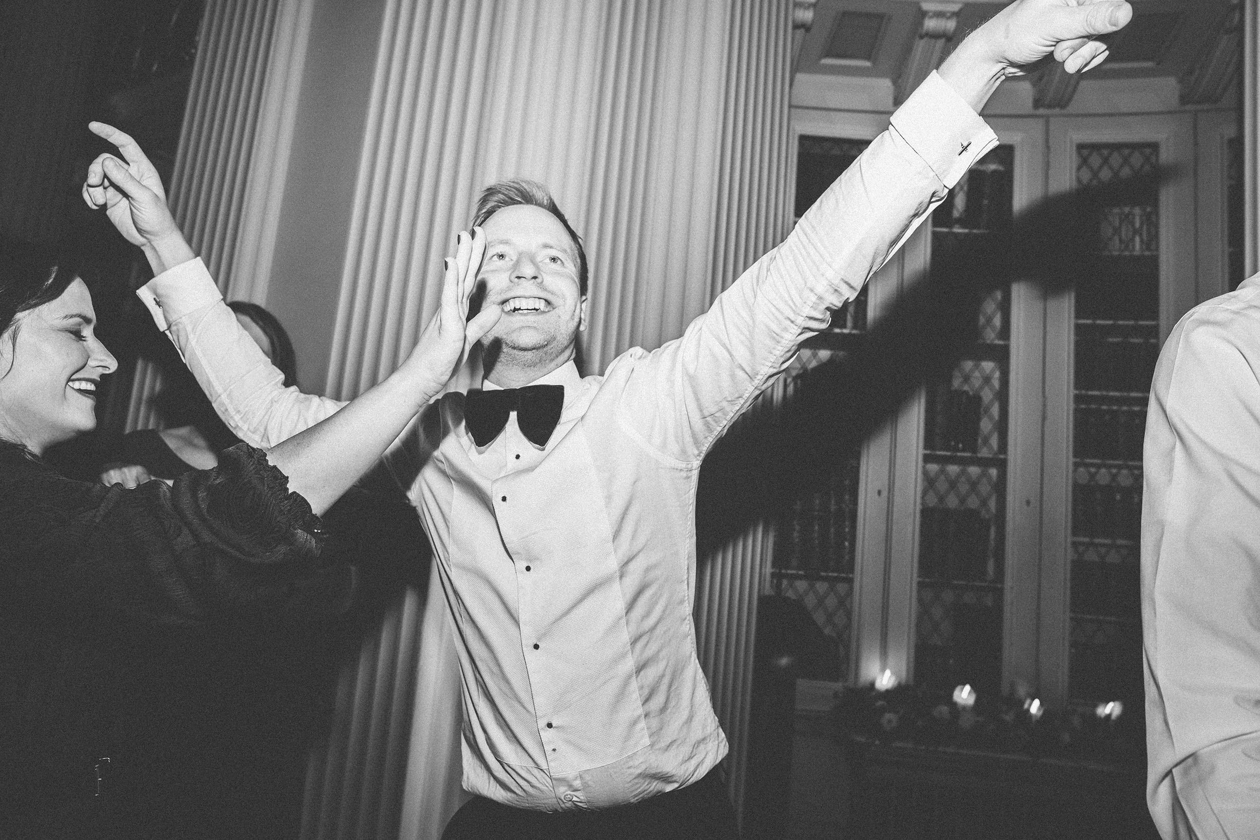 Quirky Wedding Photographer Scotland Glasgow Edinburgh Mirrorbox 243.jpg