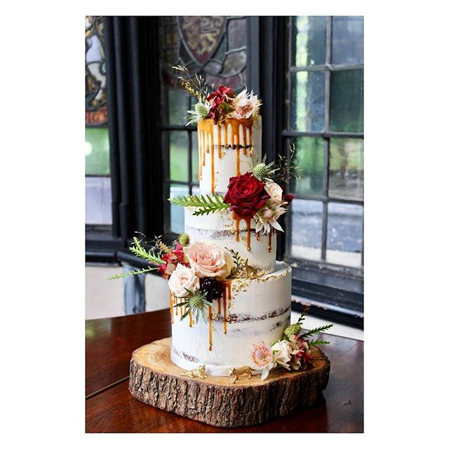 Paige & Keaton 05.10.19 at @samlesburyhall with the most beautiful blooms from @petal_and_twig. Such a fun cake with lots of little special touches including those little gold cats!