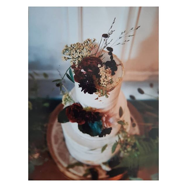 Reminiscing about this beautiful wedding for Leanne and Ben from last year. Such a beautiful colour palette and a lovely touch of wild ro all he flowers.