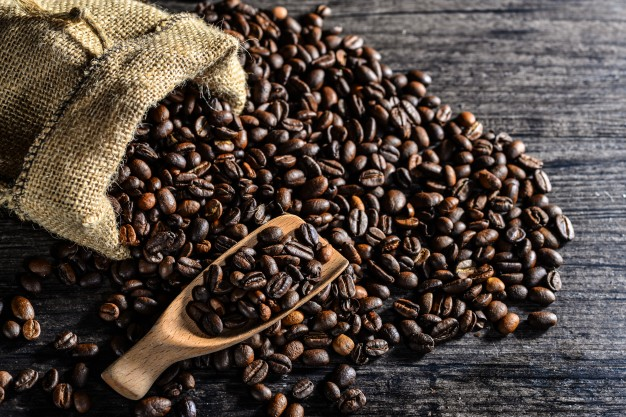 top-view-of-wooden-spoon-and-a-canvas-bag-of-coffee-beans_1112-441.jpg