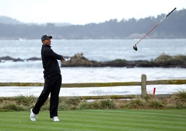 tiger-loses-golf-club.jpg