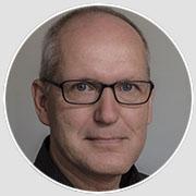 Ralf Klingelhöfer studierte Publizistik und Soziologie an der Freien Universität Berlin. Danach absolvierte er eine Kameraausbildung an der Staatlichen Fachschule für Optik und Fototechnik Berlin. Seit 1988 arbeitet er als freiberuflicher Kameramann, dreht Imagefilme sowie Dokumentationen, Reportagen und Magazinbeiträge für öffentlich-rechtliches Fernsehen