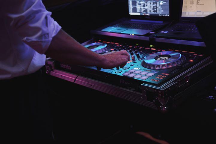 DJ Matt Tolley Mixing