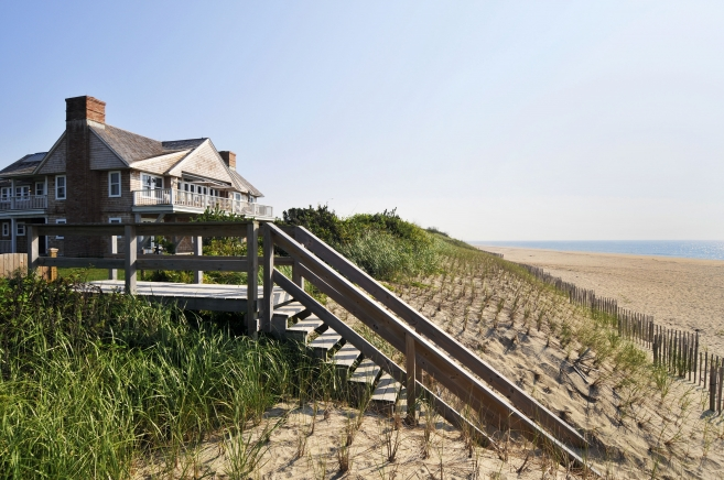 A BEACH HOUSE IN SAGAPONACK
