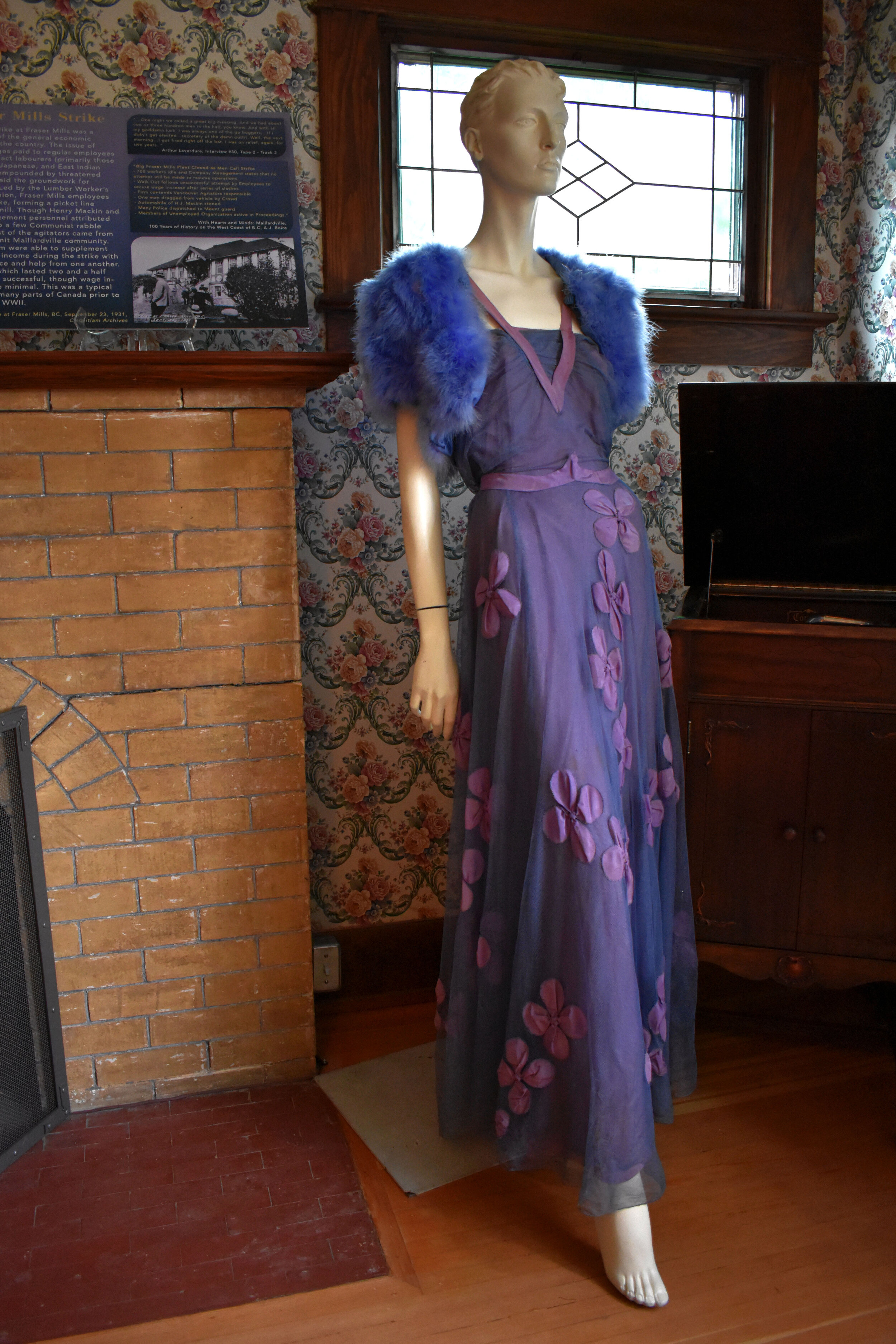 Evening Dress and Bolero, circa 1938. From the collection of Ivan Sayers.