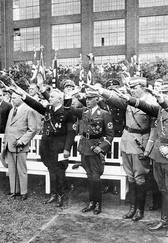 Prime Minister King at the All German Sports Competition during his visit to Nazi Germany, 1937. Image courtesy of Wikimedia Commons.