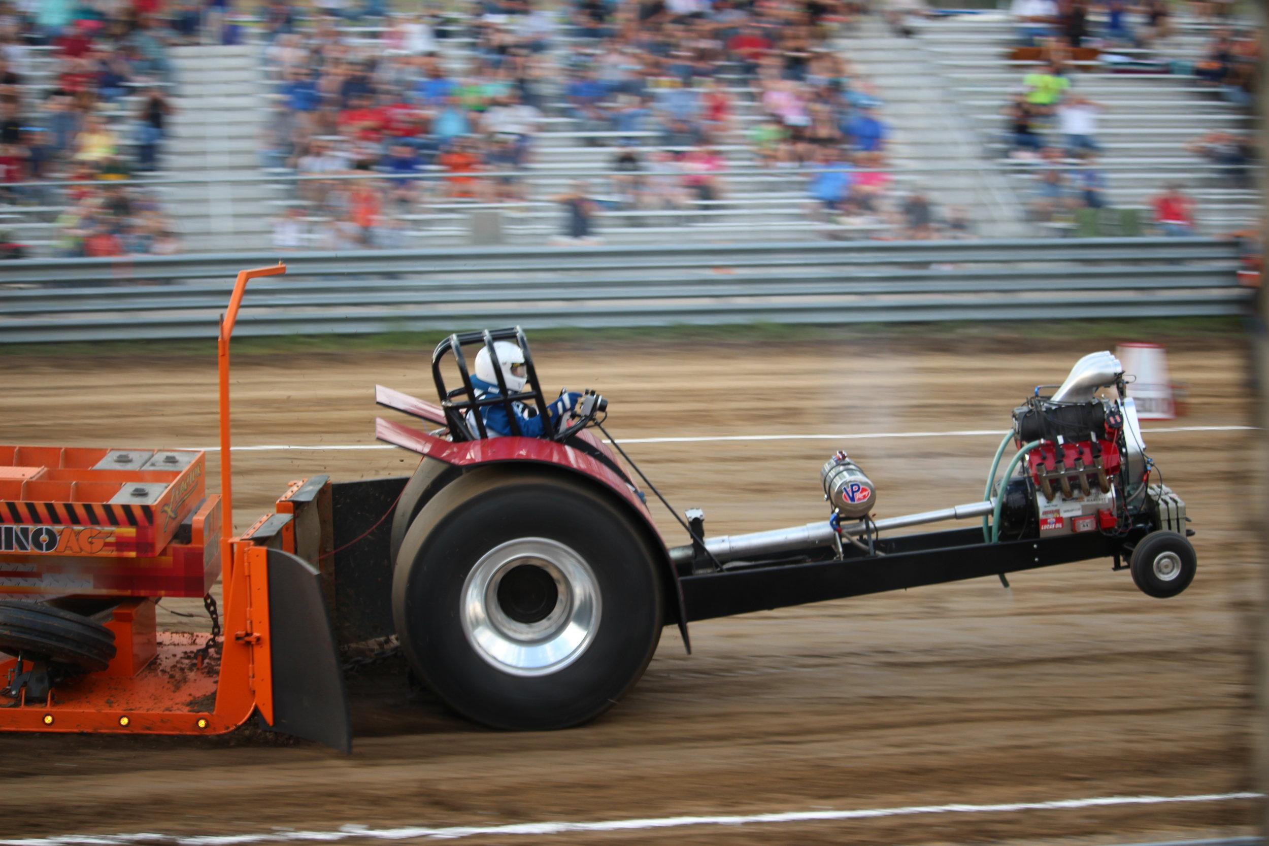 tractor pull 1.JPG