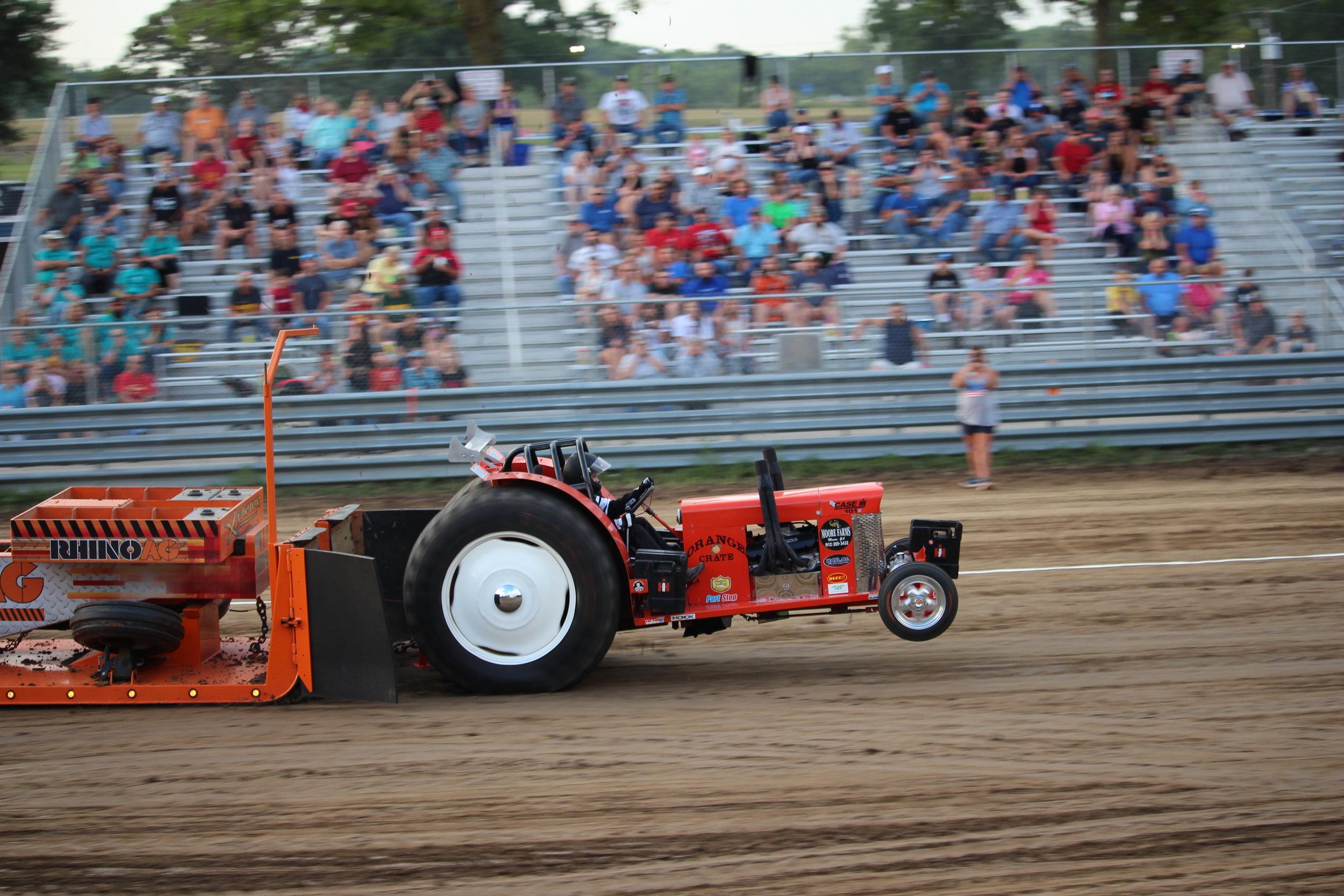 tractor pull 3.JPG