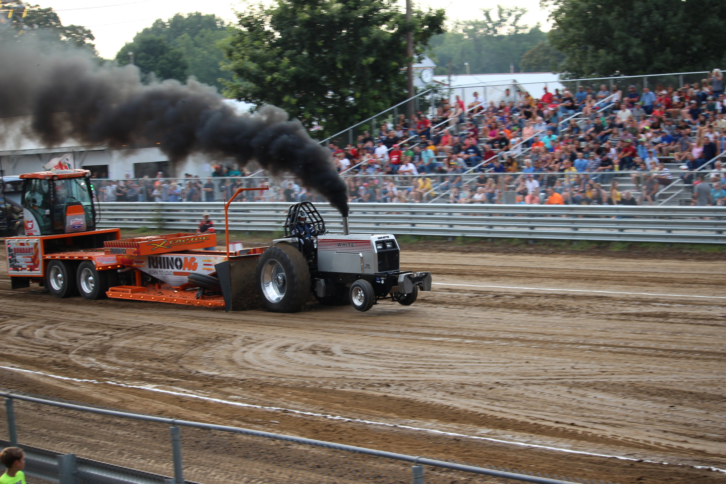 tractor pull 4.JPG