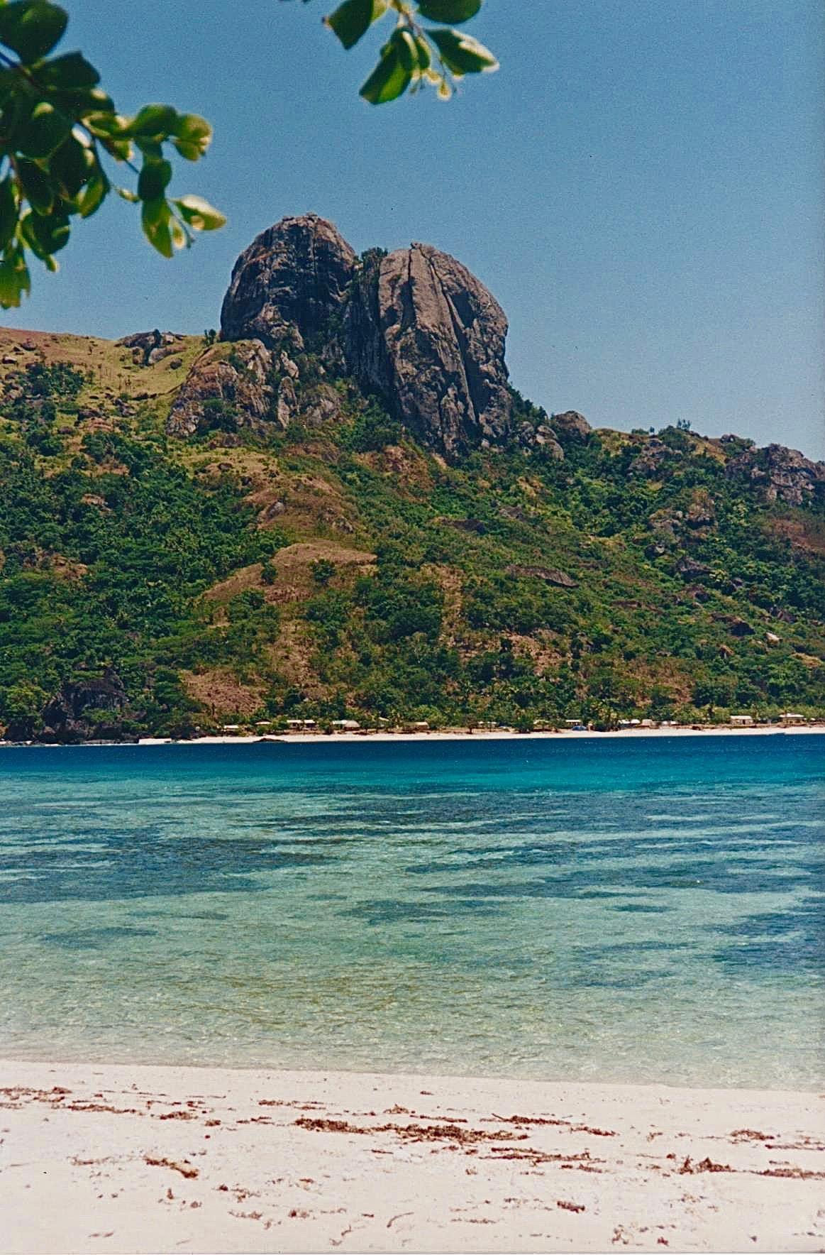 Fiji island mtn ocean.jpg