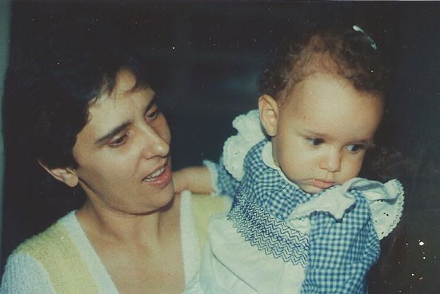 Super #tbt This is my mama and I as a baby 🙃 Last week was my mom's birthday but we like to celebrate it for the whole month! Happy Birthday Month, Mãe! 🇧🇷 Te amo. #birthday #throwbackthursday #thursdayvibes #mae #mom #baby #brasil