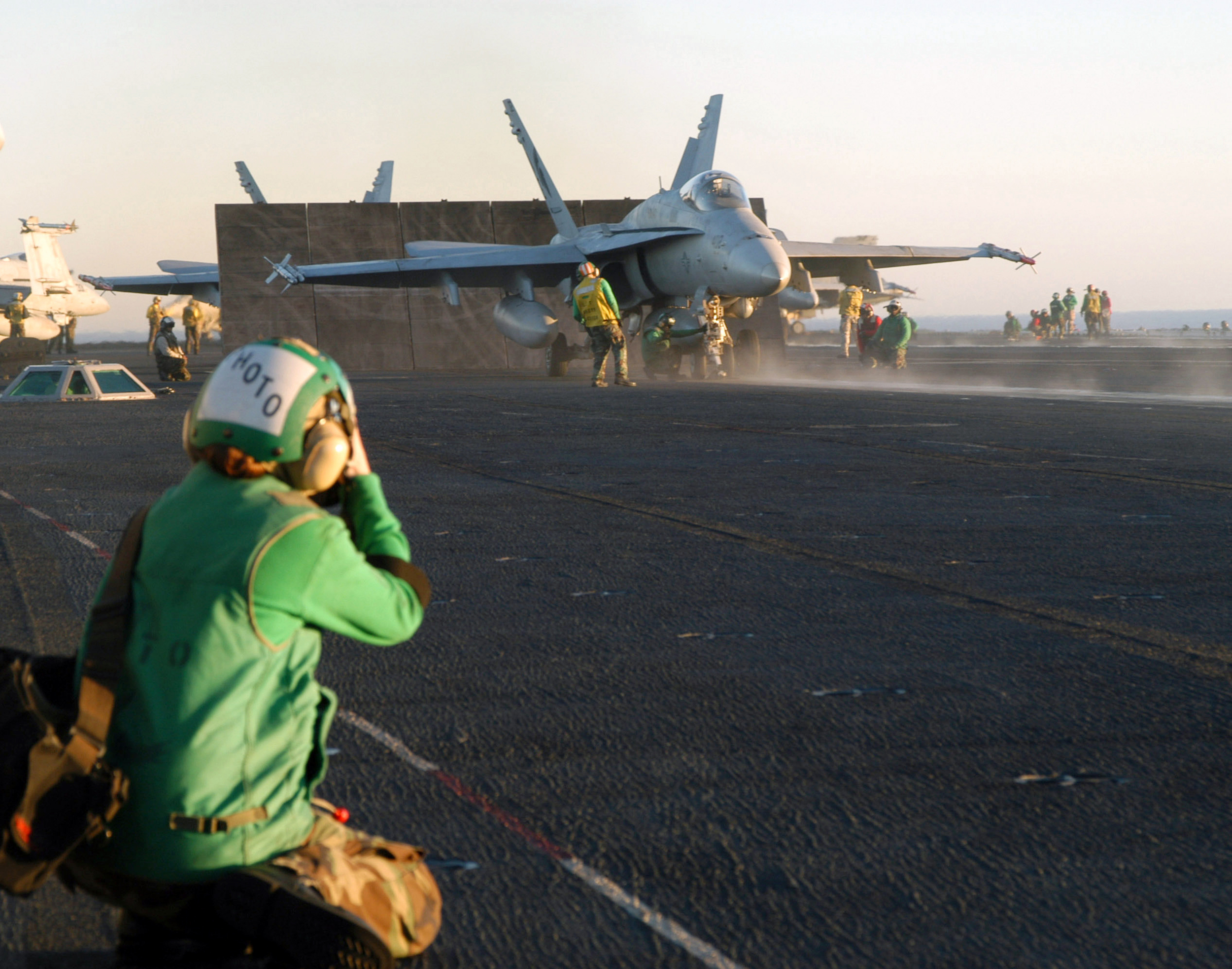 US_Navy_021121-N-0233J-001_Flight_deck_photographer_Petty_Officer_2nd_Class_Inez_Lawson_prepares_to_photograph_an_F-A-18C_Hornet.jpg