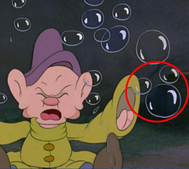 Close-Up-Snow-White-Hidden-Mickey