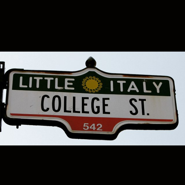 #littleitaly is one of our favourite #Toronto #neighbourhoods. We're happy to be presenting a fantastic 2 bedroom lofty unit inside the #manning house. This is fully upgraded with granite, stainless steel, hardwood, énsuite laundry, central air and more. All available immediately either furnished or unfurnished. Parking optional. Send us a #dm for more info.    #torontorealestate #the6ix #torontocondos #torontohouses #downtownTOliving #dwest #dundaswest #collegestreet #remax #remaxhallmark