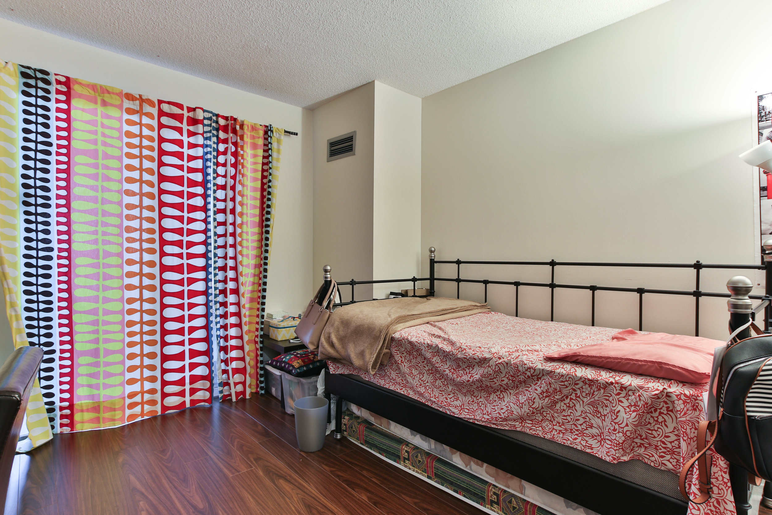 16_Bedroom-3288.jpg