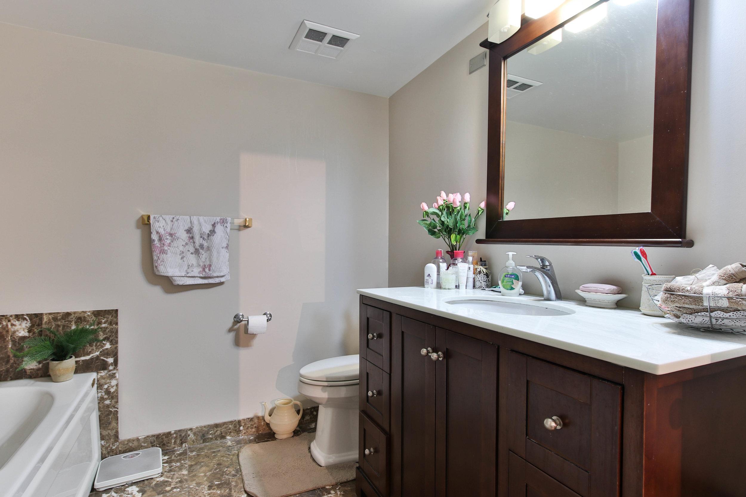 19_Washroom-3291.jpg