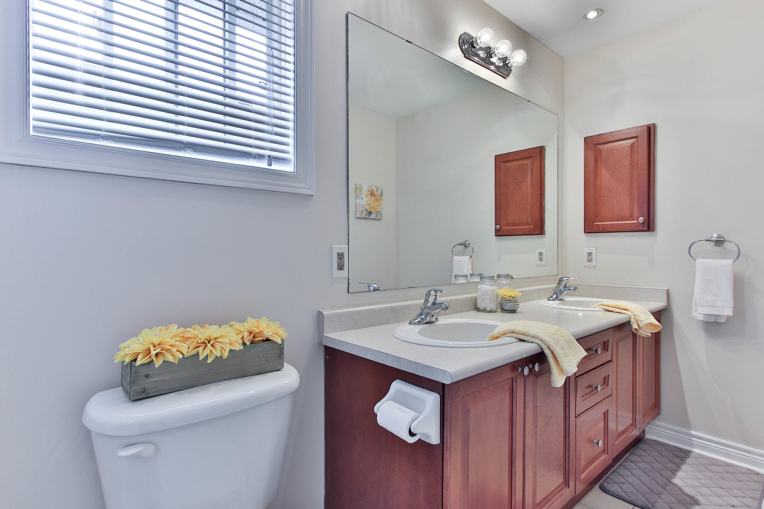 32_Washroom (1 of 1).jpg