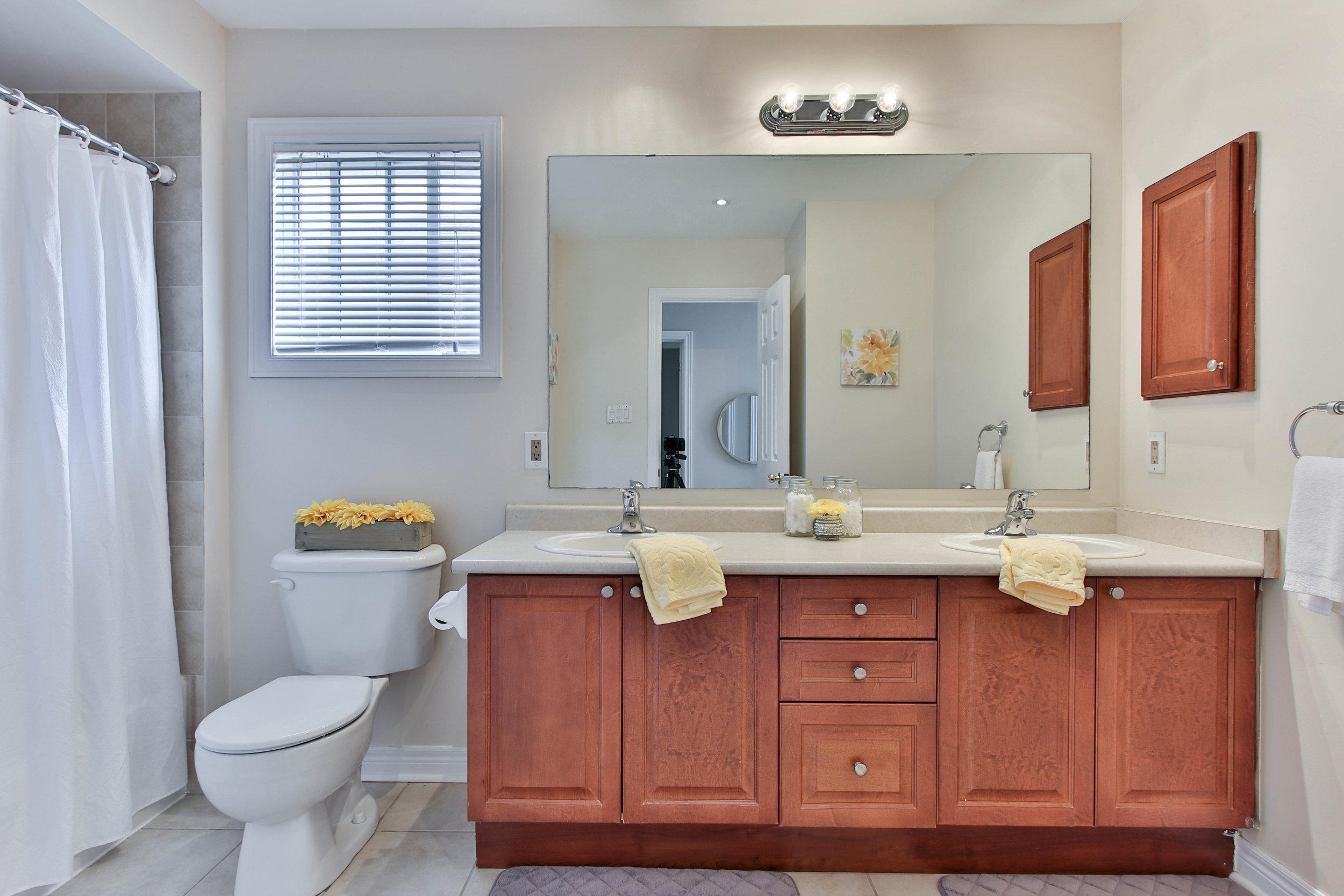 33_Washroom (1 of 1).jpg